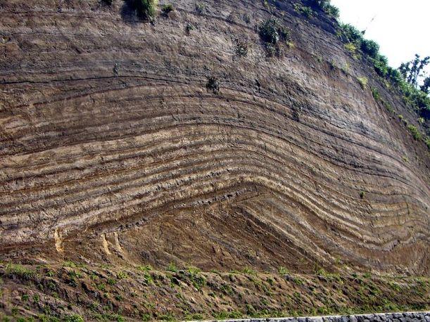 Volcanic_Ash_Fall_Layers_Izu_Oshima_Japan_1